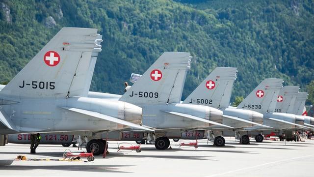 Kampfjets auf dem Meiringer Militärflughafen.