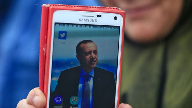 Bild von Erdogan auf Handy-Display.