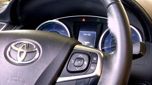 Ina roda da manar en in Toyota.