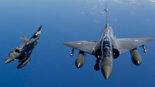 Aviun da cumbat dal tip Dassault Mirage 2000D.