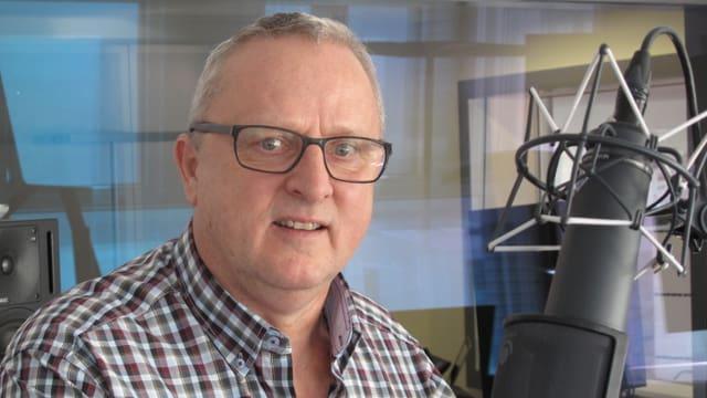 Heinz Gerig im Radiostudio.