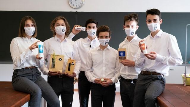 Sis impressaris da la scola EMS Schiers han fundà ina atgna fatschenta che venda cremas cosmeticas.