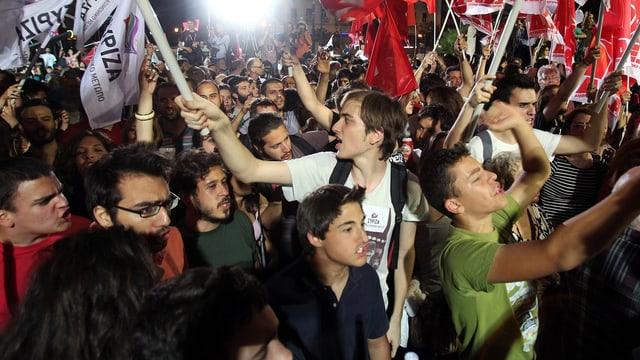Junge Griechen demonstrieren für die Syriza.