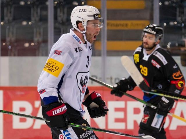 Hockeyspieler jubelt
