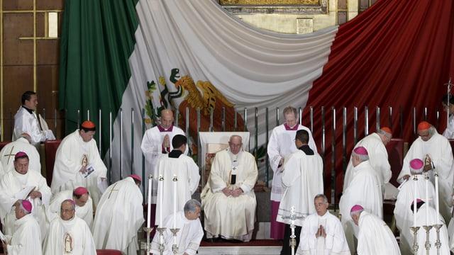 Papst bei der Messe in Mexiko City