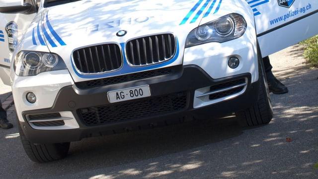"Polizeiauto mit Kontrollschild ""AG 800"""