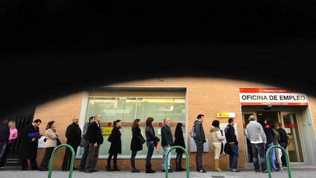 Schlange vor Arbeitslosenamt