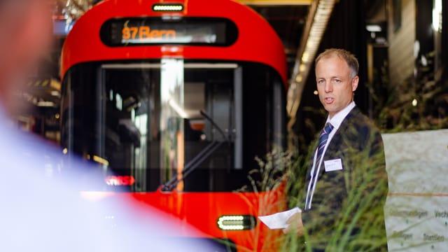 RBS-Chef Fabian Schmid vor dem neuen RBS-Zug