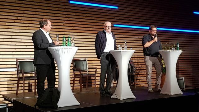 Nicola Fantini, Adrian Steiger e Martin Hug (da senester) en ils candidats pil presidi da Flem.