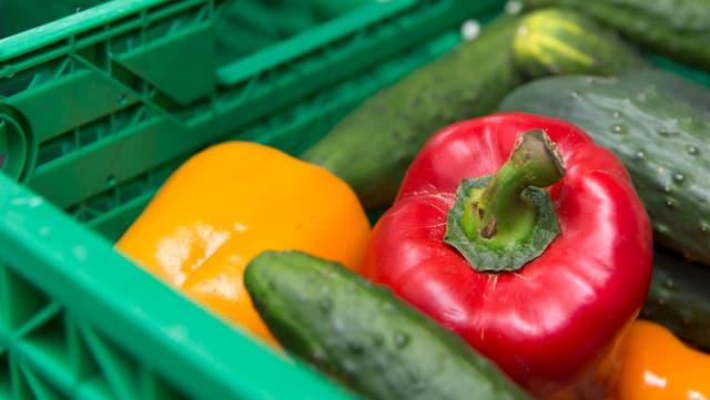 Verschiedenes Gemüse in Kiste.