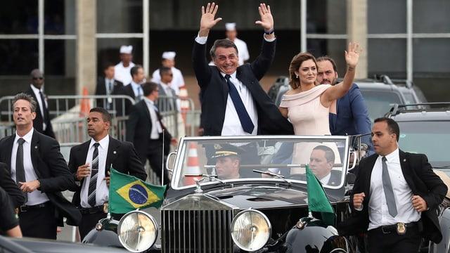 Jair Bolsonaro mit seiner Ehefrau Michelle im Rolls Royce.