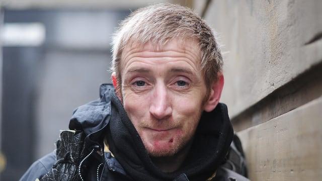 Ein Porträt des Obdachlosen Neil Hallows.