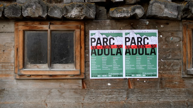 Placats cunter il Parc Adula vid ina stalla