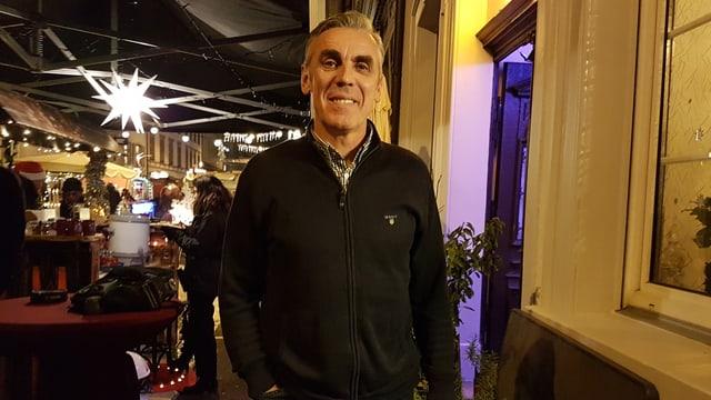 RTV Basel-Trainer Samir Sarac vor einem Kleinbasler Restaurant