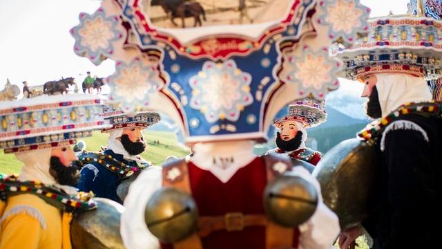 Die Silvesterchläuse in Urnäsch über ihre Not mit der Notdurft am alten Silvester.
