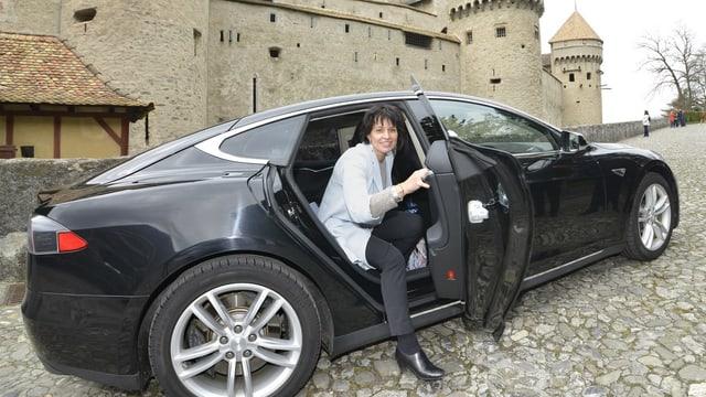 Leuthard mit Tesla