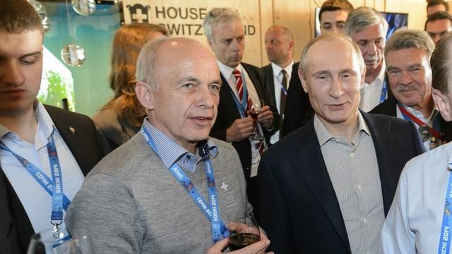 Bundesrat Ueli Maurer zusammen mit Wladimir Putin anlässlich der Olympischen Spiele 2014 in Sotschi.