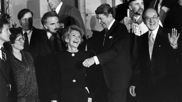 Schwarzweis-Foto von Nancy und Ronald Reagan mit Kurt Furgler.