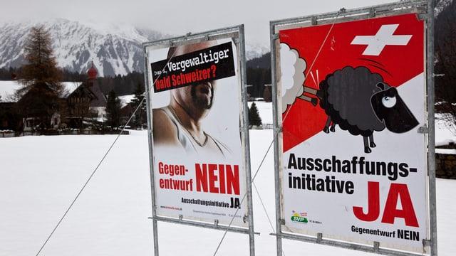 Plakat von Ausschaffungsinitiative und Gegenvorschlag