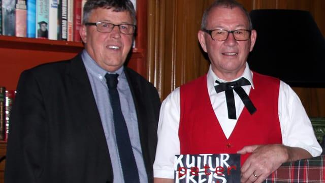 Il president communal da Vaz Aaron Moser (sanester) ed il purdader dal premi Peter Just.