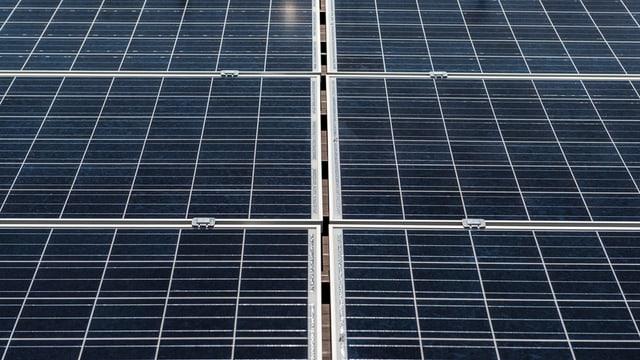 panel solar che producescha electricitad