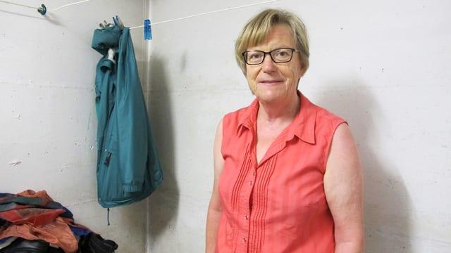 Ursula Diener steht in ihrer Waschküche.