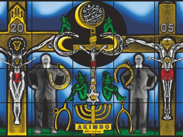 Kruzifixe auf einem Kunstwerk. Auch im Bild: Gilbert & George.