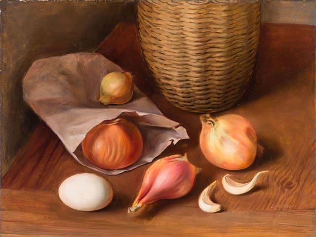Zwiebeln auf Tisch