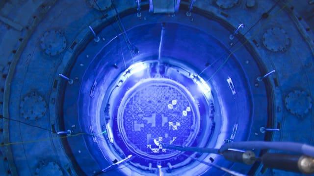 Blick in den geoeffneten Reaktordruckbehaelter des Kernkraftwerks Muehleberg, aufgenommen waehrend den Revisionsarbeiten.