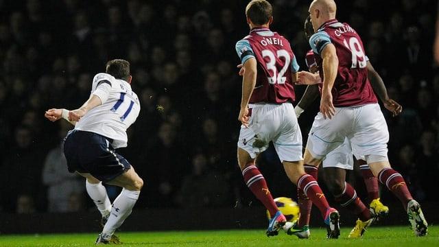 Gareth Bale trifft zum 1:0 für die Spurs.