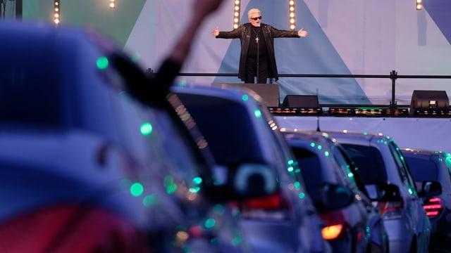 Der Deutsche Schlagersänger Heino an einem Autokino-Gig in Nordrhein-Westfahlen im Mai 2020