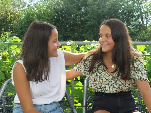 Kim und Olivia sind eineiige Zwillinge