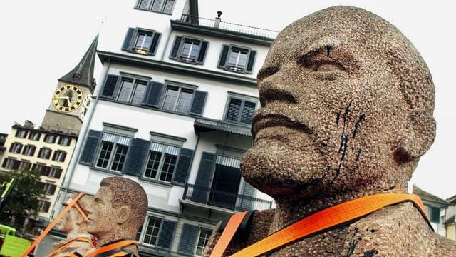 Lenin Büste auf einem Platz in Zürich.