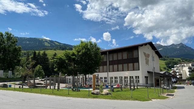 La scola Grava survegn in provisori cun dus stanzas.