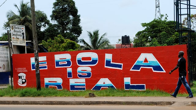 Wandmalerei mit Aufschrift «Ebola is real»