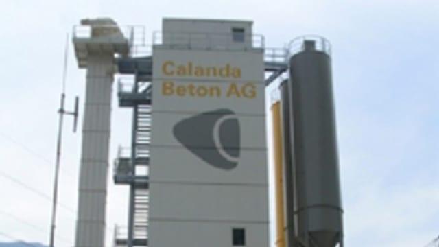 La part sura da la Calanda betun SA cun il logo 'Calanda Beton AG'.
