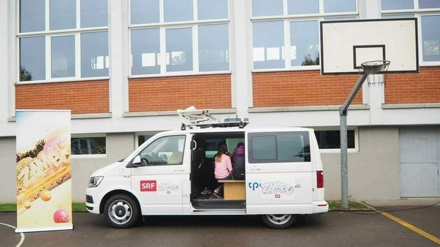 Der «Zambo»-Bus besucht Schulklassen in der ganzen Schweiz.