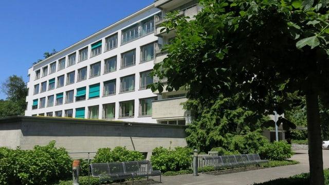 Blick auf das Hirschpark-Gebäude.