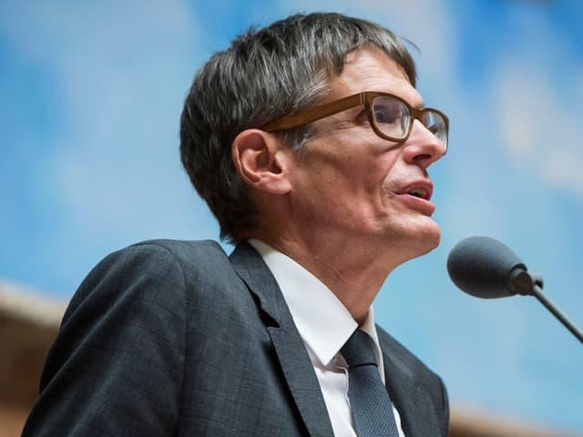 Nationalrat Karl Vogler bei einem Votum im Nationalrat.