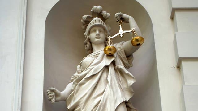 Statue einer Justizia