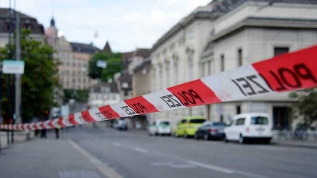 "fascha cun si ""polizia"" per lung d'ina via"