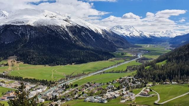 Vista sur La Punt Chamues-ch.