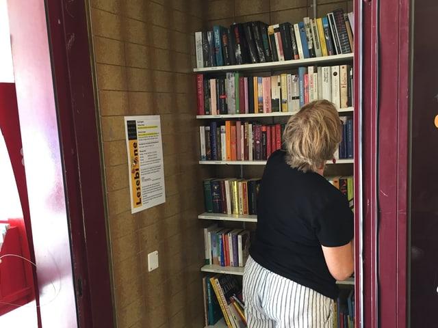 Die Mini-Bibliothek im Linsebühlquartier in der Stadt St. Gallen.
