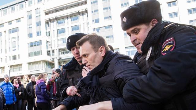 Oppositionsführer Alexej Nawalny wird an einer Demo abgeführt