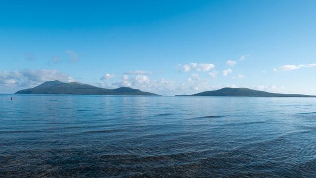 Blick auf die Inseln Nguna (rechts) und Pele (links).