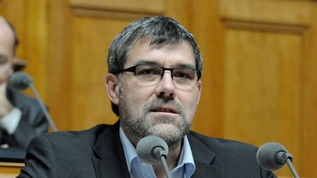 Eric Nussbaumer am Rednerpult im Nationalrat