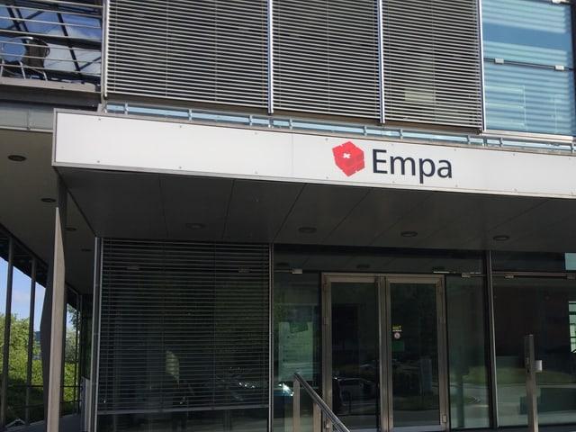 Die EMPA St. Gallen ist für die FIFA und ihre WM-Bälle erste Adresse für die Qualitätskontrolle.