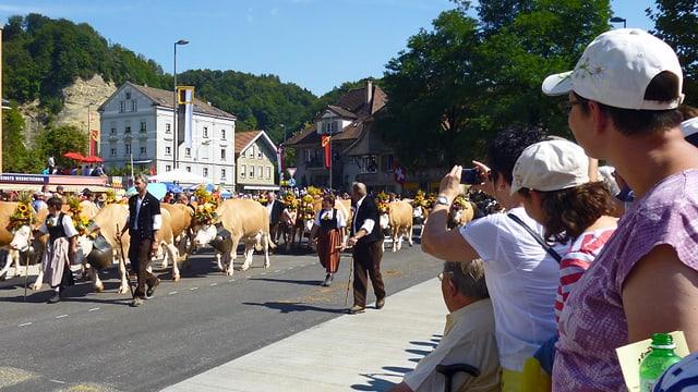 Der Umzug am Eidgenössischen Schwing- und Älplerfest in Burgdorf.