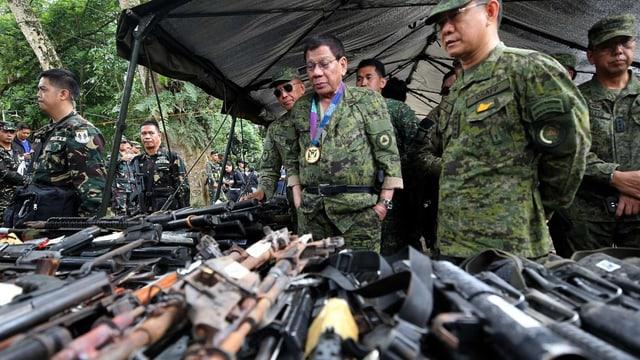 Armas confiscadas da militants islamistics.