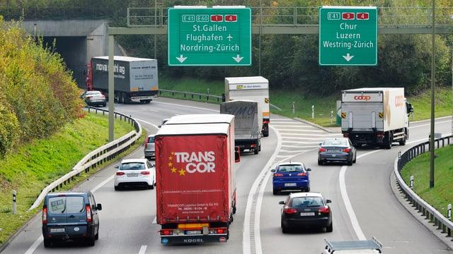 Eine Autobahn im Kanton Zürich.